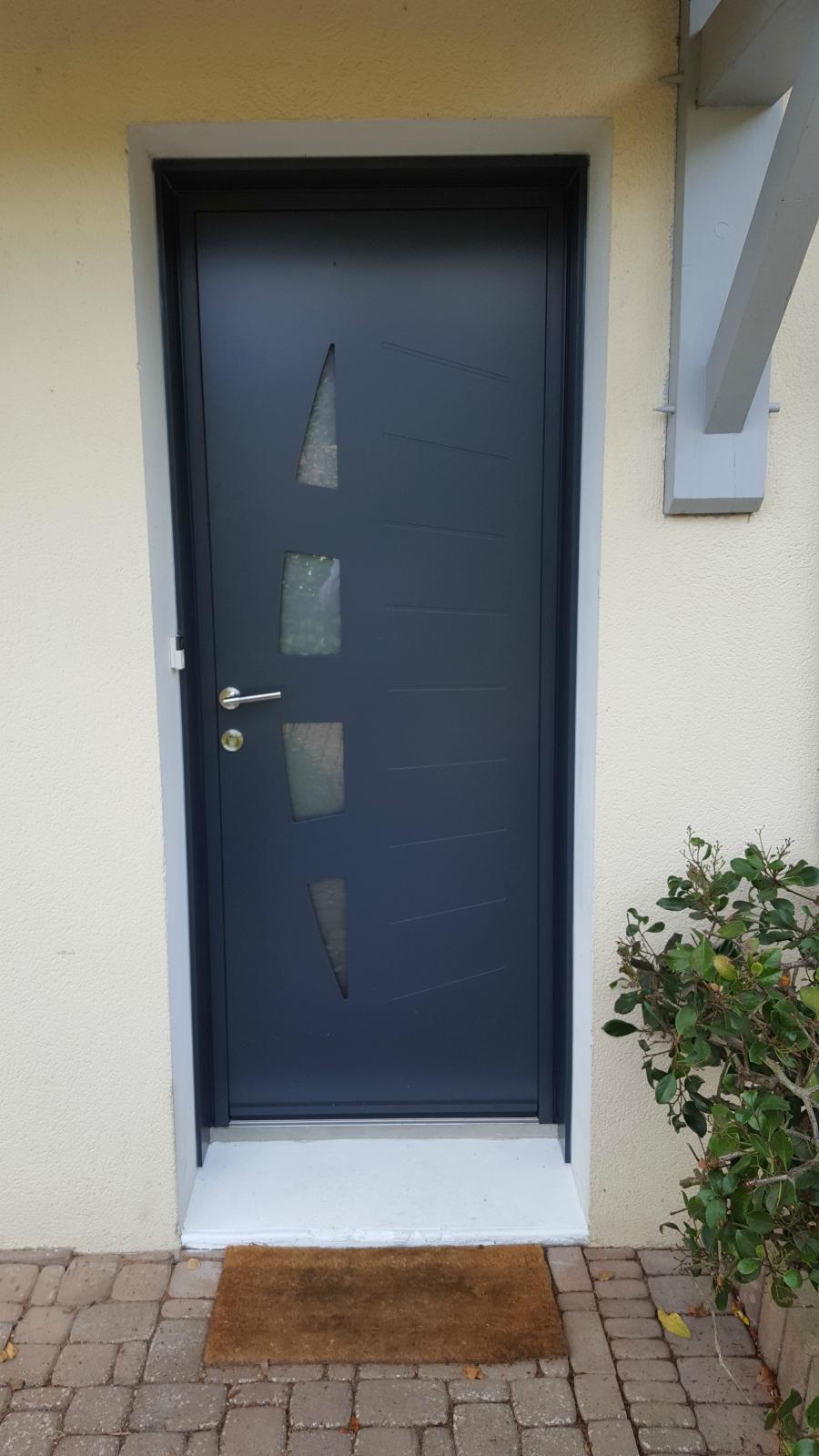 Dov ouvertures porte d 39 entree et porte de service k line for Garage peugeot st aignan de grand lieu