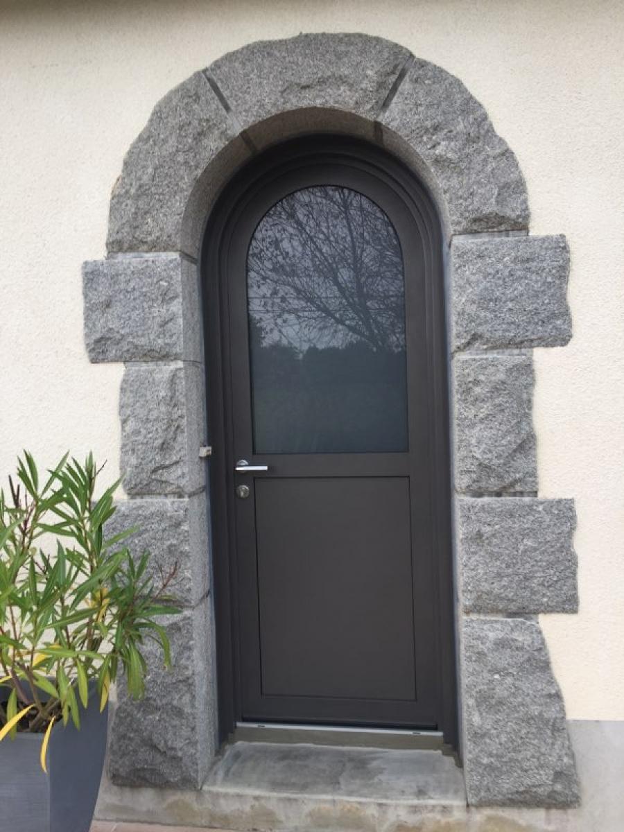 Dov ouvertures porte d 39 entree cintree mixte bois alu - Prix d une porte d entree en aluminium ...